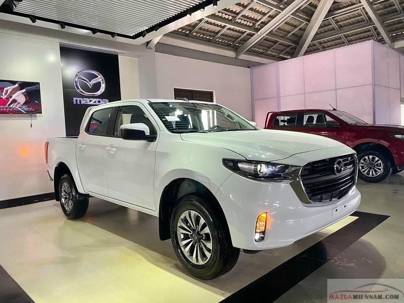 Mazda BT50 2021 màu trắng