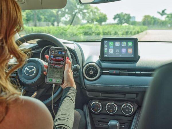 Kết nối iphone chứa các tiện ích giải trí như nghe nhạc, bản đồ tìm đường google map