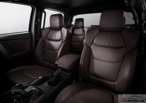 Nội thất da nâu với các đường chỉ may tinh tế mang đến không gian lịch lãm và cao cấp trên Mazda BT50