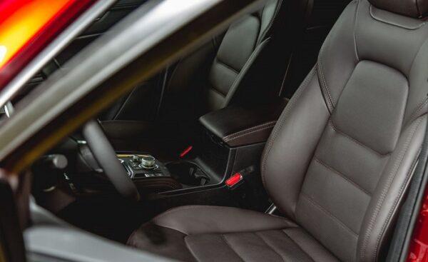 Chất liệu ghế Mazda CX-5 cao cấp trong phân khúc, bền bỉ theo thời gian.