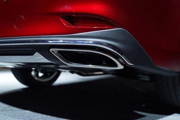 Ống xả thể thao mạ crome trên Mazda 6 thế hệ mới nhìn sang trọng, đẳng cấp
