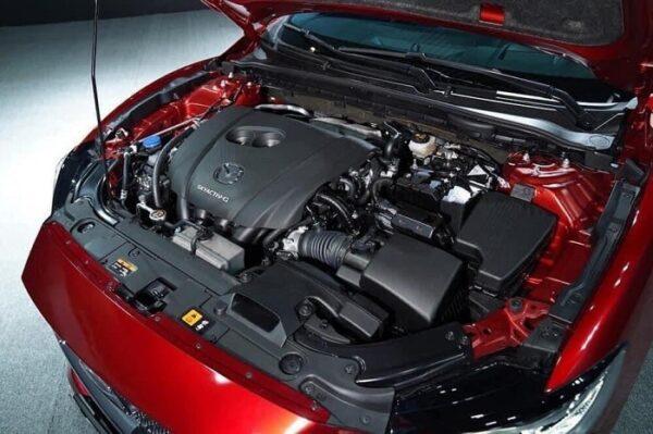 Mazda 6 có mức tiêu hao nhiên liệu trên đường hỗn hợp vào khoảng 6,55 lít/100 km đối với bản 2.0 và 6,89 lít/100 km đối với bản 2.5.