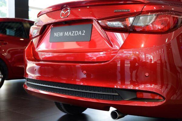 Thiết kế mới với các họa tiết tiết ngang tạo ra cảm giác trọng tâm thấp và tư thế vững chãi cho xe.