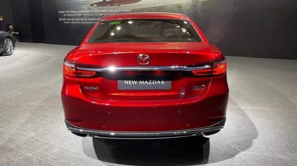 Đuôi xe Mazda 6 2021 thay đổi lớn nhất ở cụm đèn hậu với ngôn ngữ thiết kế giống đèn pha