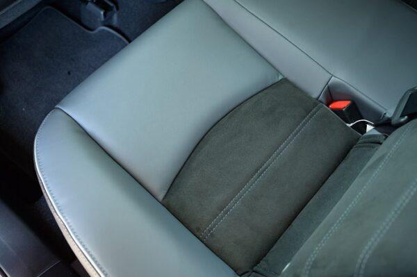 Chất liệu da cao cấp trên xe khác biệt so với dòng xe khác cùng phân khúc