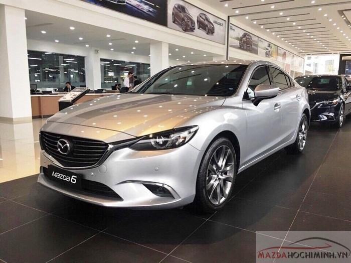 Mazda 6 màu bạc phiên bản 2.0 và 2.5 premium