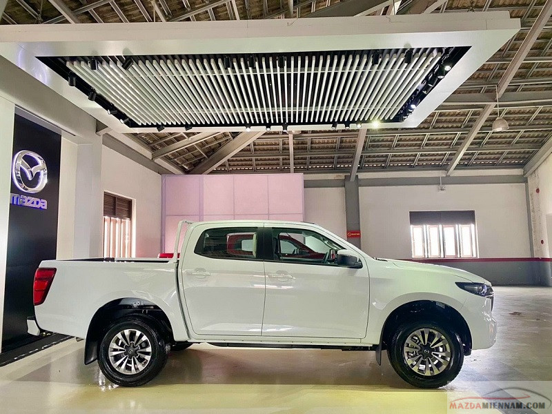 Mazda BT50 màu trắng