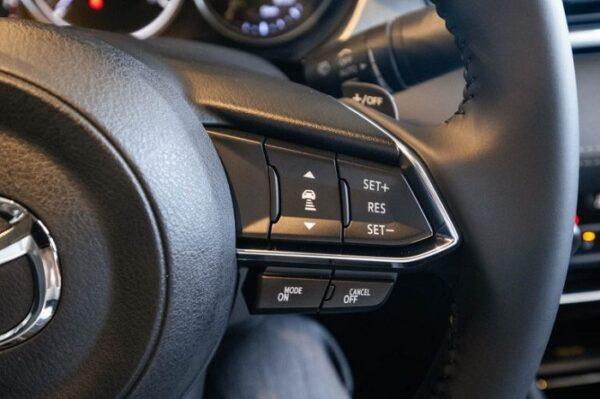 Điểm nhấn trên Vô Lăng Mazda 6 mới là tích hợp hệ thống kiểm soát hành trình tích hợp radar MRCC