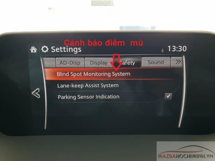Hệ thống tự động phát ra cảnh báo khi xe rơi vào điểm mù
