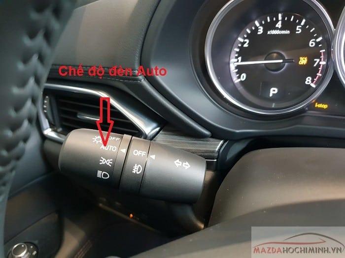 Trên Mazda 6 có đèn tự động gạt ở đây nhé