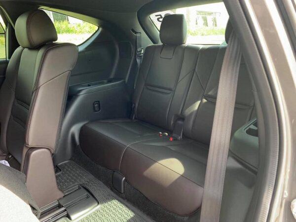 Hàng ghế thứ 3 CX-8 rộng rãi cho 2 người lớn ngồi mà không ảnh hưởng đến hàng ghế giữa