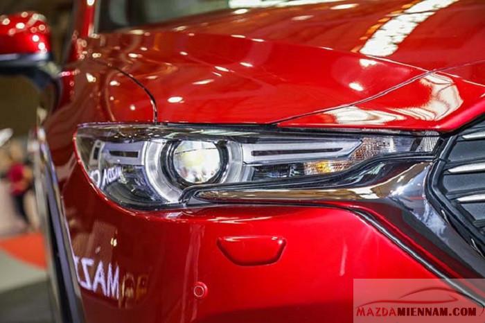 Đầu xe Mazda CX8 nỗi bậc với viền chrom kết hợp đèn Led thể thao cá tính