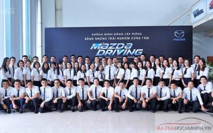 Đội ngũ bán hàng năng động Mazda Lê Văn Lương