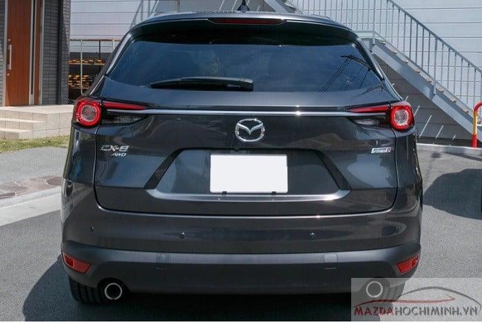 Phần đuôi xe Mazda CX8 2019 màu xám