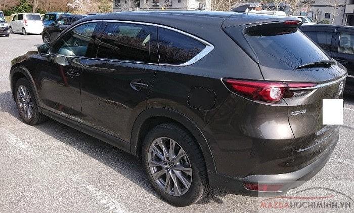Phần đuôi xe Mazda Cx8 2019 màu nâu