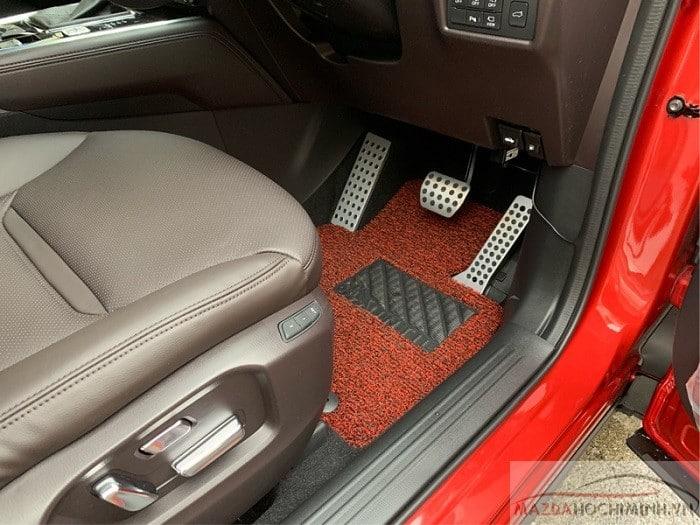 Nội thất bên trong Mazda Cx8 màu đỏ pha lê