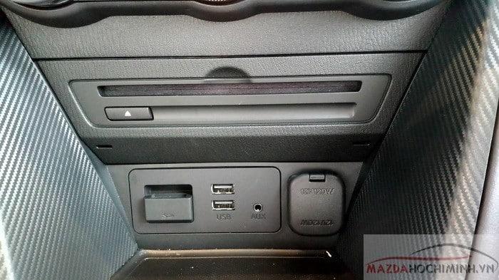 Hệ thống giải trí trên Mazda 2
