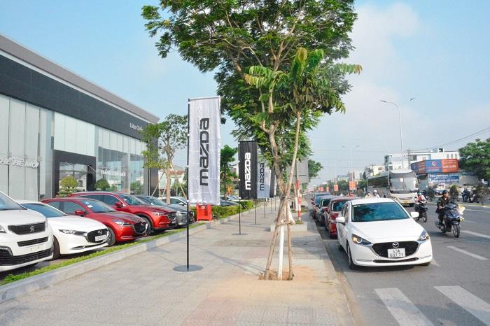 Showroom lớn khu vực miền trung và cả nước, xe có sẵn giao ngay và nhiều ưu đãi khủng