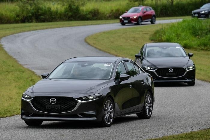 So sánh Honda City và Mazda 3