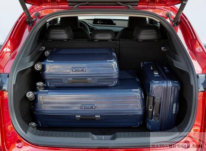 khoang hành lý mazda cx-30