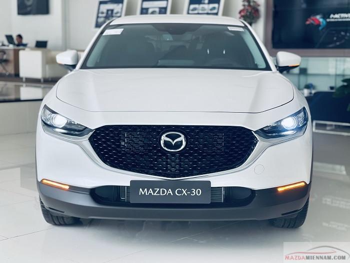 Về ngoại thất bên ngoài Mazda CX30 Luxury và Premium khó phân biệt