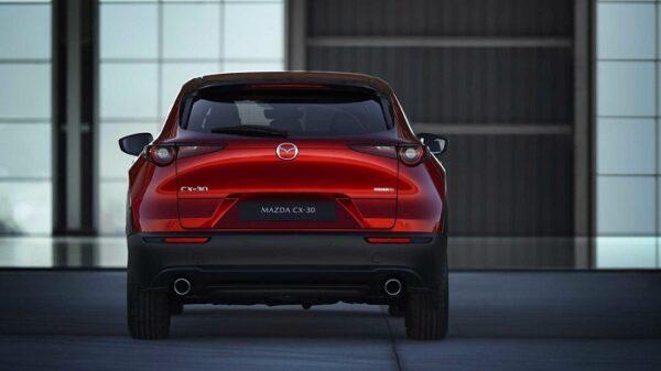 Đuôi xe Mazda CX-30 thiết kế bề thế và vững chãi