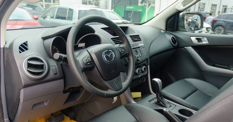Nội thất của Mazda BT50 khá đơn giản