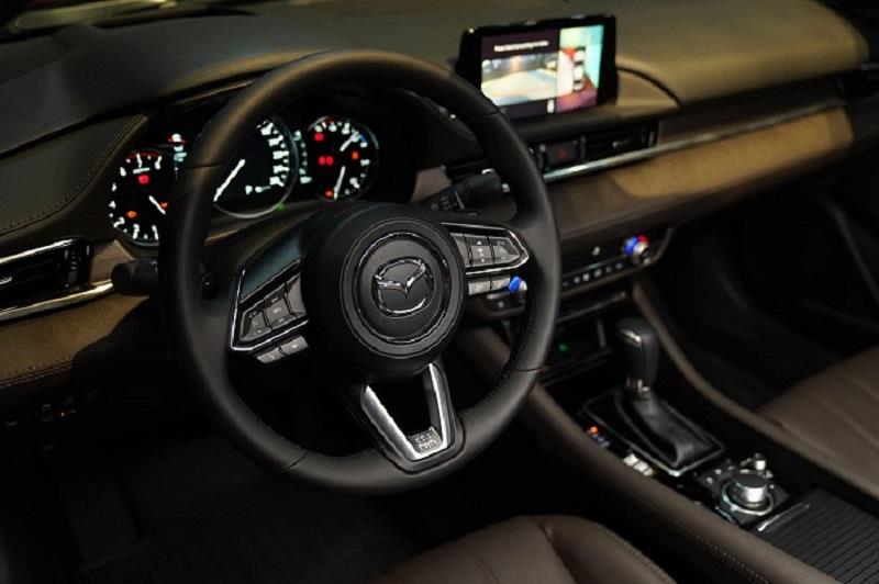 Xe Mazda 6 sử dụng phanh tay điện tử thông minh