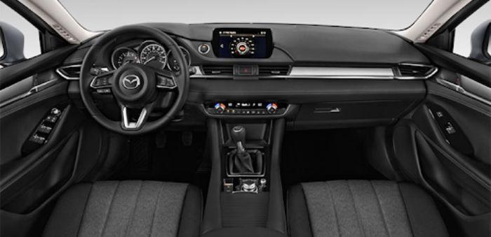Khoang lái của Mazda 6 được trang bị vô cùng hiện đại
