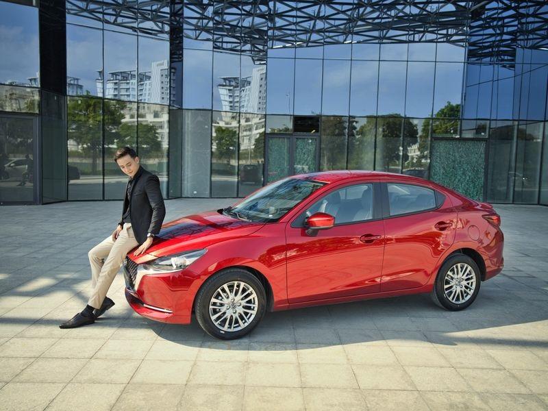 so sánh Mazda 2 Luxury và Premium