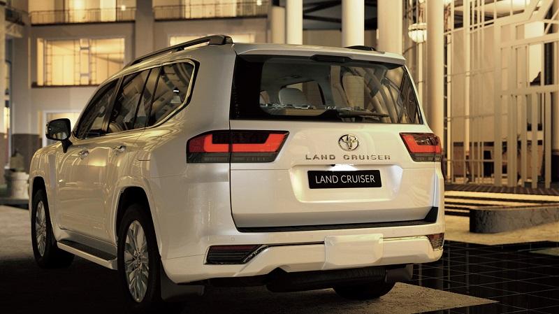Hình ảnh đầu xe Toyota Land Cruiser về các chi tiết