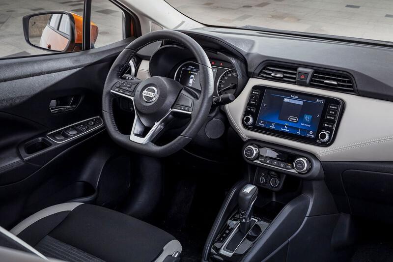 Không gian tại chỗ ngồi và khoang hành lý của Nissan Almera khá rộng rãi và thoải mái