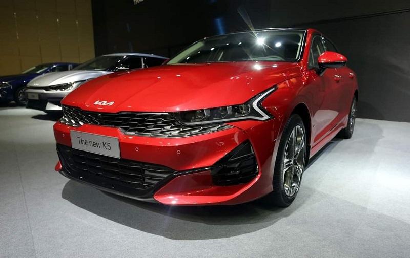 Giá xe Kia K5 chỉ từ 869 triệu đồng